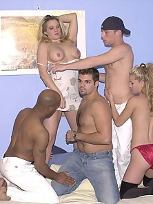 Sinful bisexuals in wet and wild sex and sucking orgy session