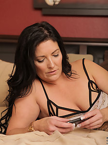 Bigtit cougar Sammy Brooks gets almost too much pleasure from her vibe