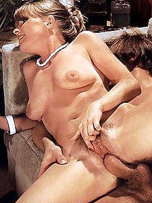 Two dirty retro moms pleasing a guy
