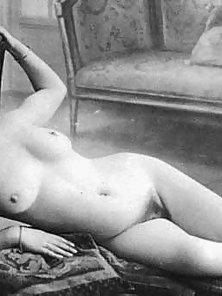 Busty Vintage Lady Shows Her Nice Hairy Pussy with Smiling Face