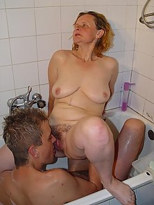 Eyes wide shut granny fucked from behind in tub