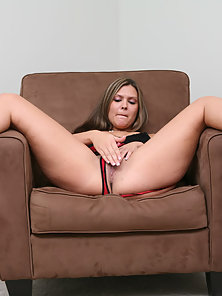 Big Ass Horny Babe Saras Rides on Long Meat Pole for Hardcore Drilling