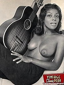Dirty Ebony Chick Is In Fully Naked Pose Exposing Her Hairy Cunt