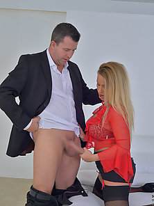 Bigtit cougar works her mans cock with her wet mouth and juicy snatch