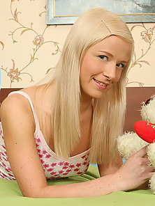 Sexy teen Clarie got a bear and anal fucked hard