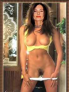 Friends star Courteney Cox in an all nude photos and uncensored