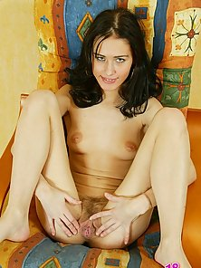 While looking for a new boyfriend Pavlina spends time teasing her clit