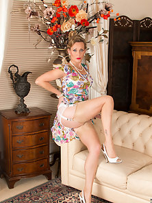 Stocking Wore Busty Mrs Huntingdon Smythe Massages Shaved Pink Pussy on Couch