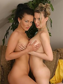 Brunette and blonde in mad clit and pussy fetish