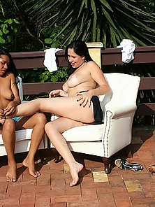 Latina girl fisting her ebony skinned girlfriend outside