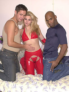 Bisexual bitch does a 69 position in a threesome bi orgy thrill