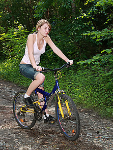 Cycling Teenager Girl Gets Fucked And Fecialized At Outdoor