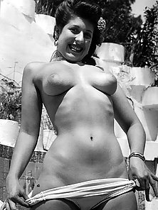 Busty Vintage Chicks Show Big Boobs in Gladness Mood