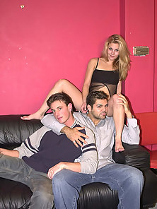 Bisexuals in a double penetration threesome orgy thrill on the couch