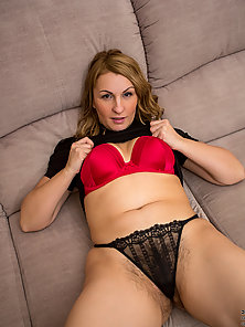 Blonde MILF Posing Her Sexy Thigh with Black Pantyhose