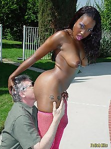 ebony girl spreads her pussy near the pool
