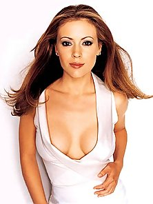Sexy Alyssa Milano bares her hot body at her pictorial sessions