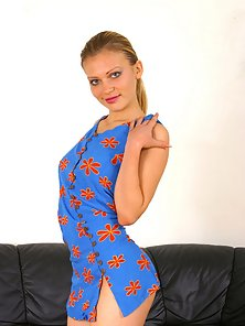 Ponytail Beautiful Chick Enjoys Solo Masturbation Pleasure on the Couch