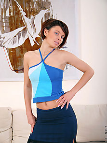 Seductive nubile olena ready to shows her elegant curves on cam