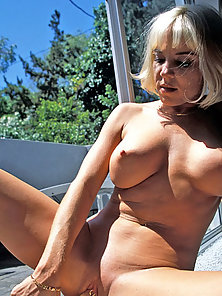 Bigtit blonde puts a big dildo into her shaved pussy