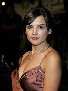 Hot sexy brunette Rachael Leigh Cook in various fashion photos