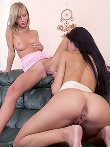 Blondie taking on brunette upside down with dildo