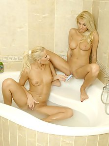 Crazy Muff Licking in Bath Tub by Two Blonde Chicks