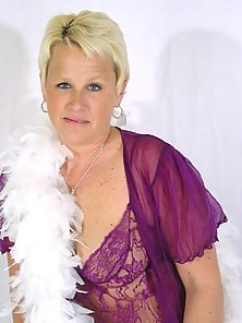 Busty mature blonde in her glamour shots