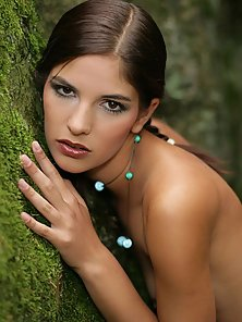 Natural teenage sweetheart goes fully naked in a forest