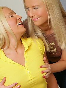 Blonde teens with cute faces anal dildoing each