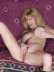 blonde mature chick settles for a dildo