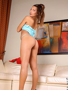 Glamour teen amateur Rusalka lifts up her tiny dress to show us her se