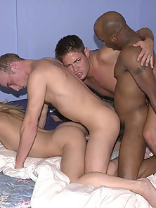 Hardcore bisexuals in simultaneous fucking orgy session