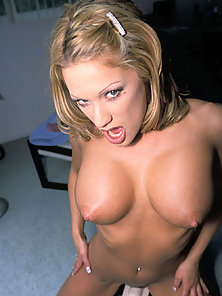 Bigtit naked blonde rides a vibrating toy