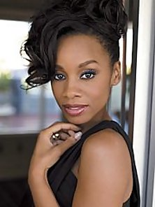 Anika Noni Rose looking glamorous and sexy at the red carpet