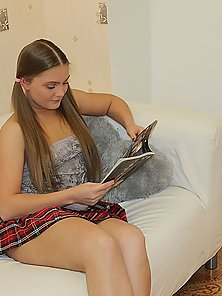 Beautiful chick feels dick of stranger and her BF in holes
