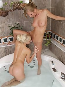 Horny lesbo couple eating tight pink in tub