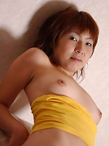 Amateur asian girl sharing her hot and sexy naked pictures for you