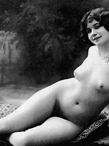 Beautiful Vintage Lady Shows her Nice Hairy Fanny with Smiling Face