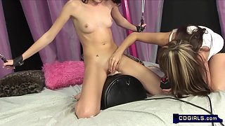 Skinny Babe Halley Young Ride Sybian until Orgasm