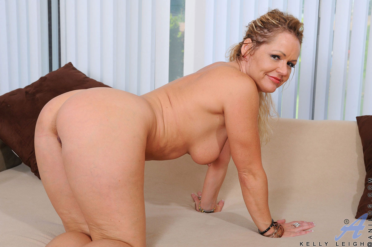 Hottest horny mature milf join