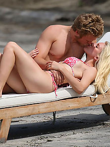 Young and sexy blonde Heidi Montag sizzles in a bikini