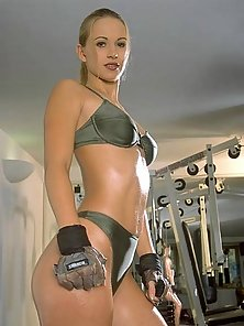 Oiled porn star Susana Spers showing her boobs in the gym