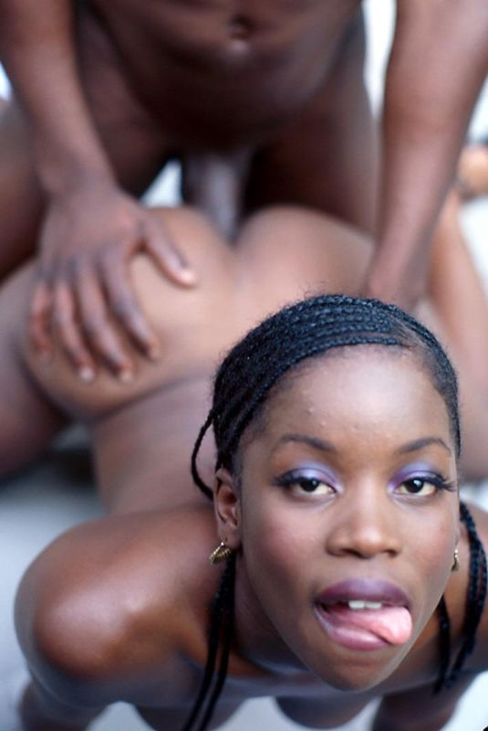 Ebony Wife Eating Pussy