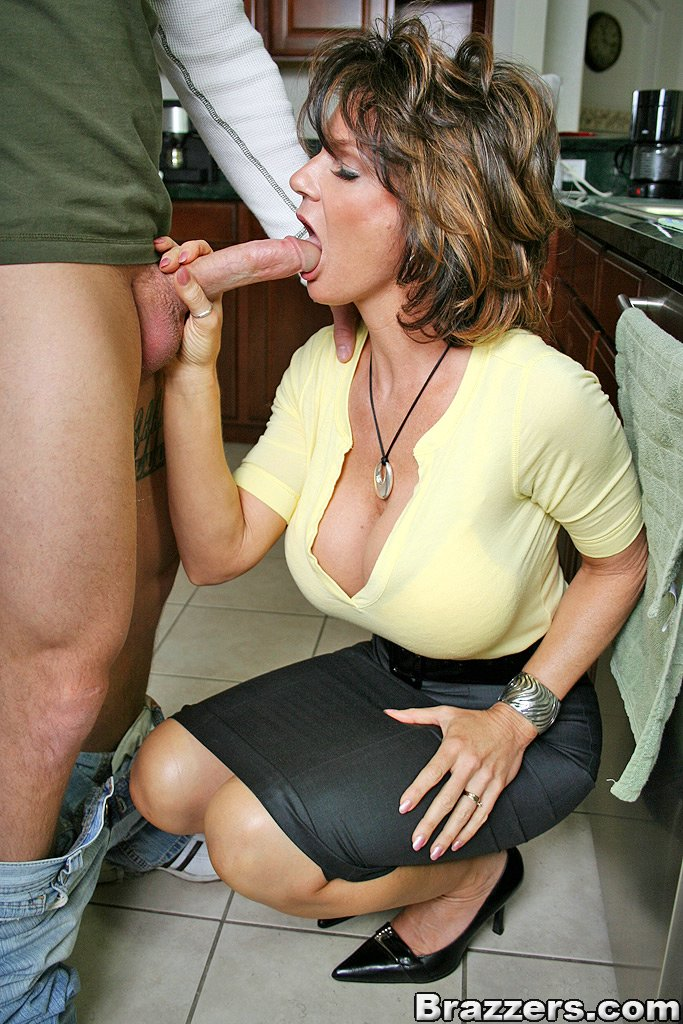 Sexy European Milf Hanna Black Removing Ripped Jeans For Hot