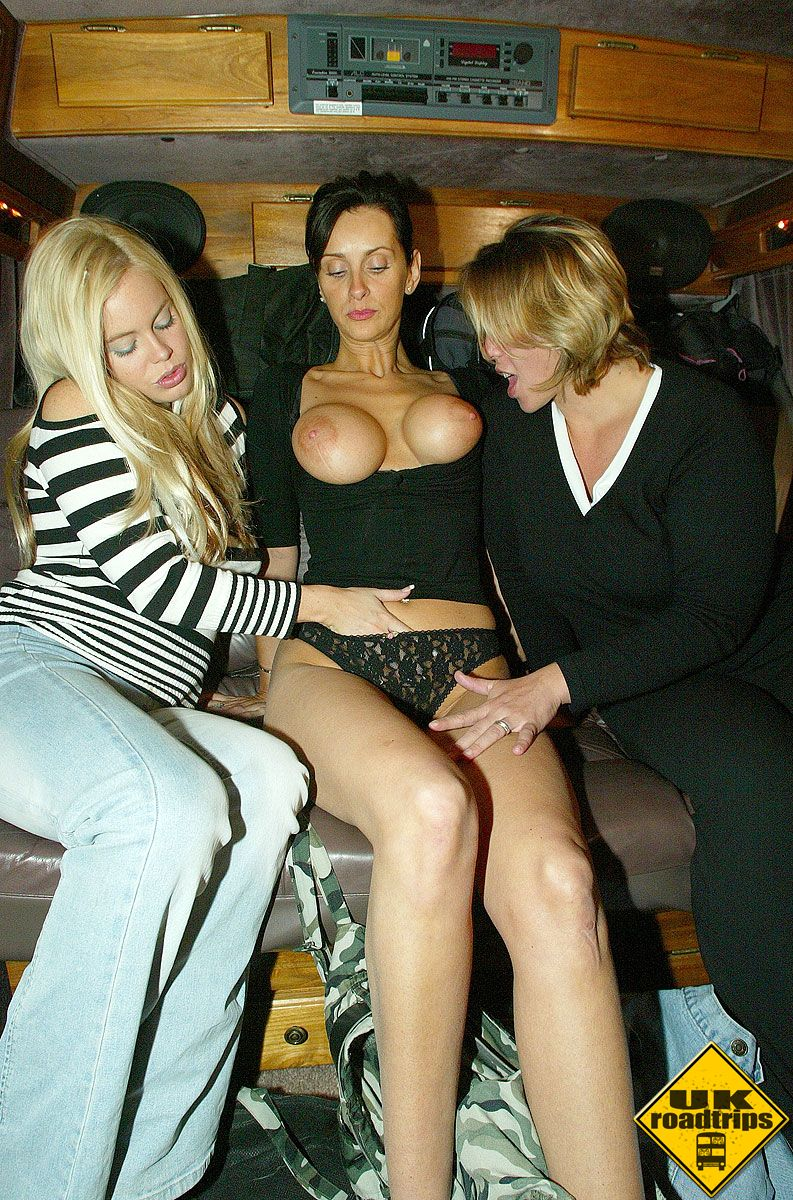 Three Filthy British Sluts Giving A Good Blowjob - Sex Oasis-4278