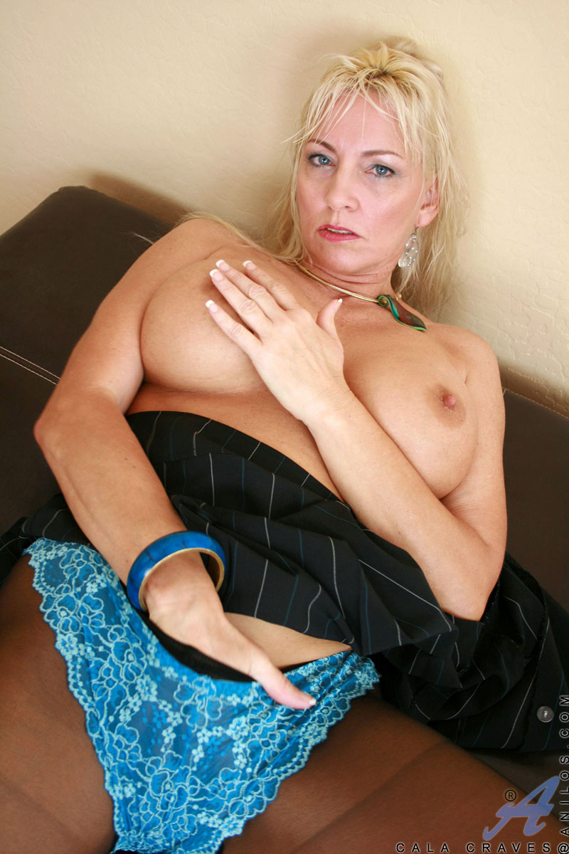 Classy blonde milf in lingerie gets a with pleasure