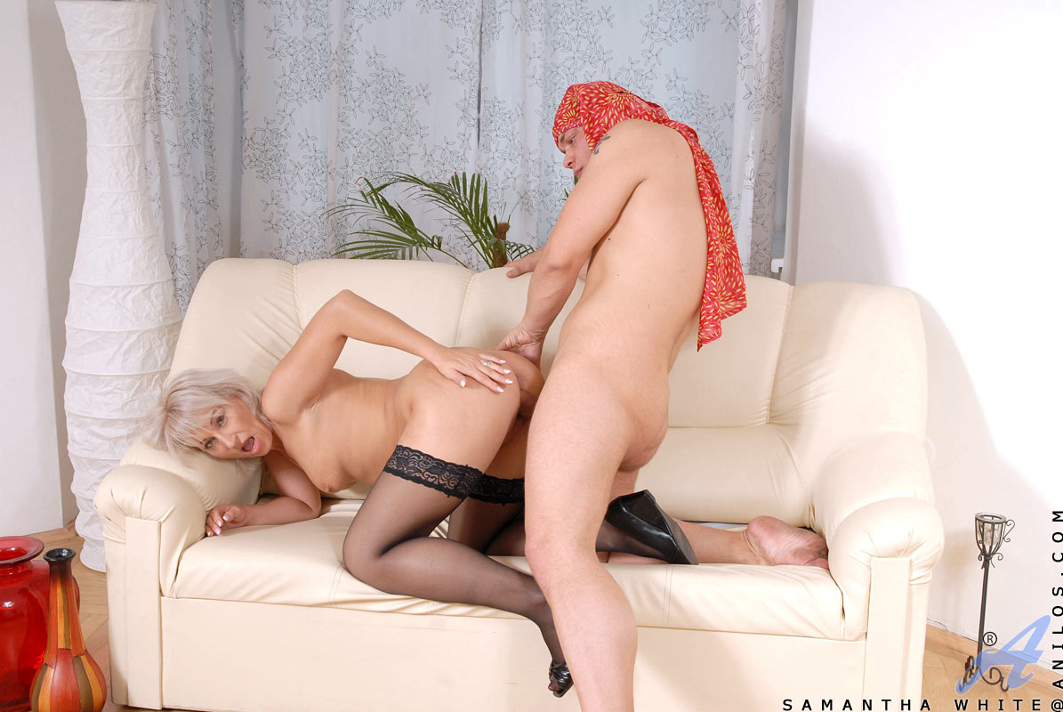 Hot Cougar Samantha White Squirts A Load Of Fresh Cum From Her Milf Pussy After Receiving