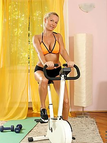 Lovely Anilos Winnie heats up during her workout and takes a break to entertain her pussy
