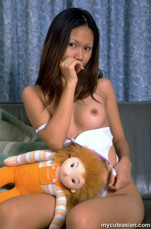 Filipina naked in action